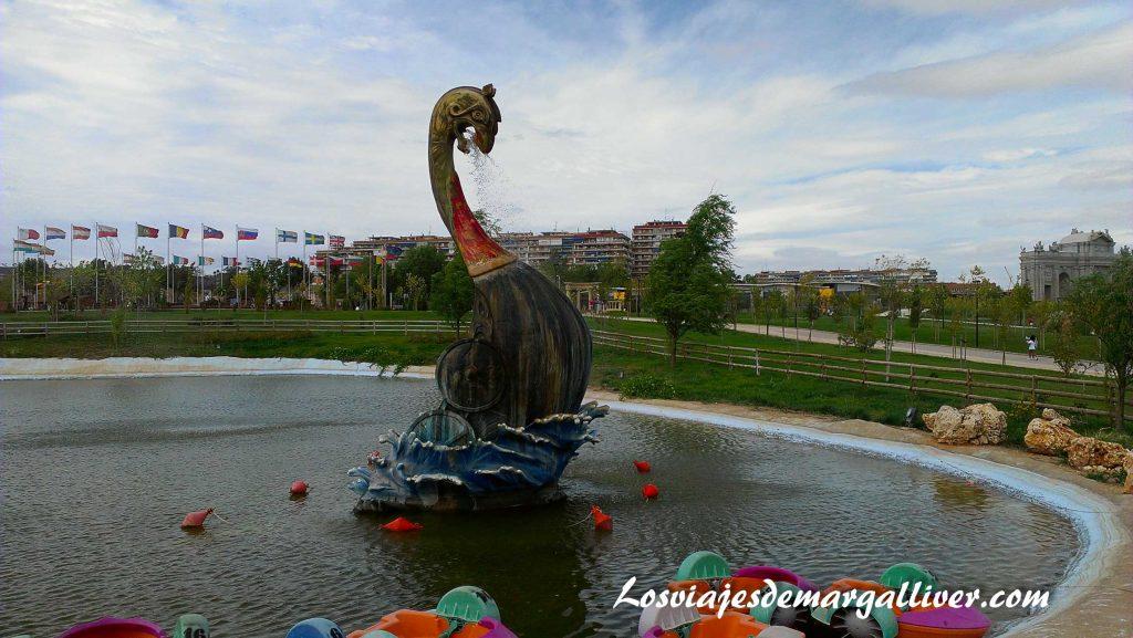 Barco vikingo danés en el parque Europa - Los viajes de Margalliver